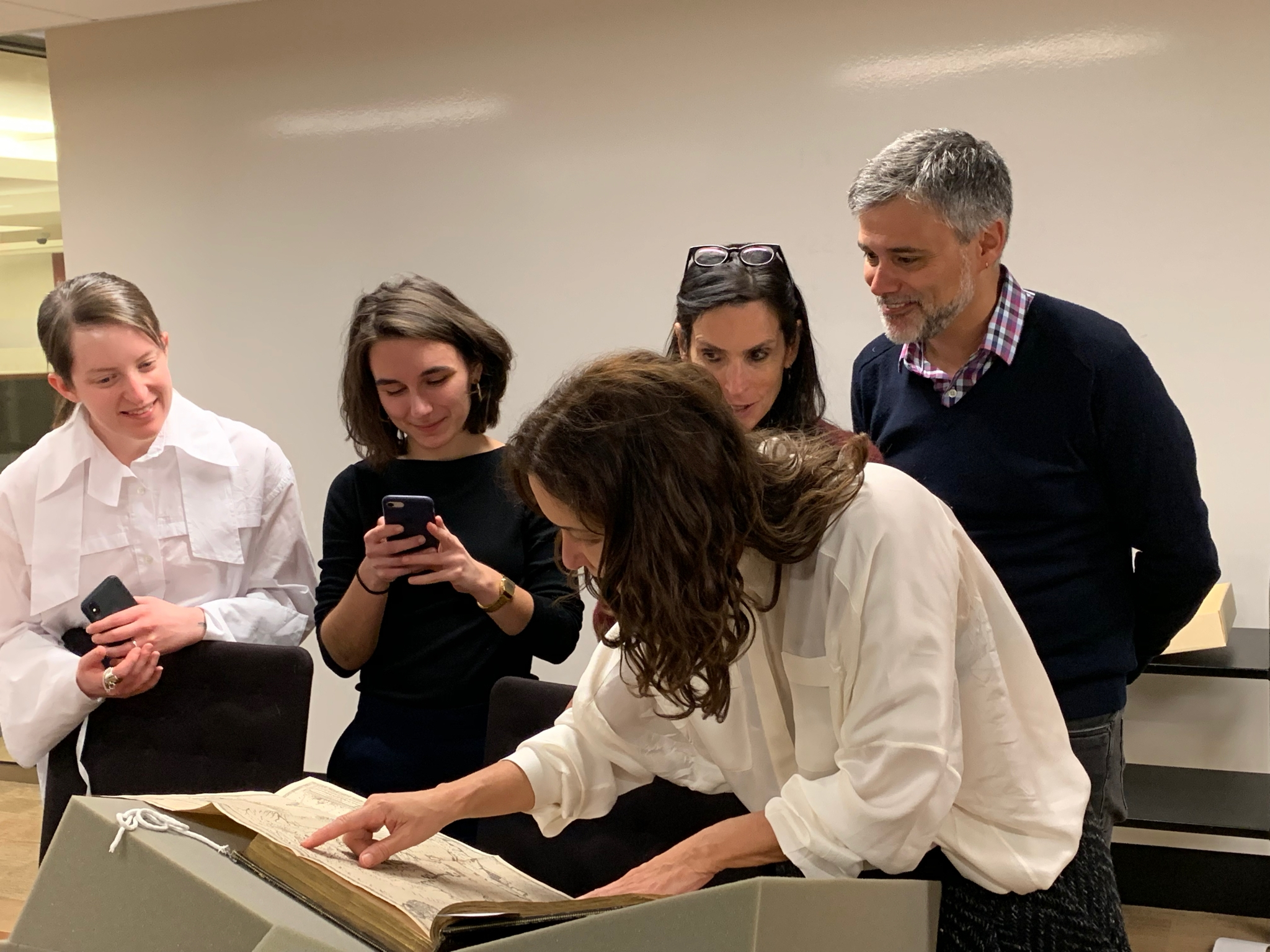 Adriana Varejão inspects an item from Firestone Library's Rare Books Collection.